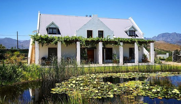 Franschhoek: Getaway for 2 People in a Luxury Self-Catering Cottage at Chevandeaux!
