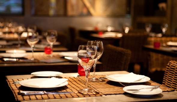 Green Point: Seafood Platter or Mix Grill Platter and a Trio of Desserts for 2 People at Casuarina Lounge, The 5-Star Cape Royale Luxury Hotel!