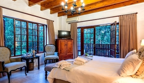 Helderberg Mountains: Getaway in the Luxury Guesthouse or a Self-Catering Country Cottage for up to 4 People!