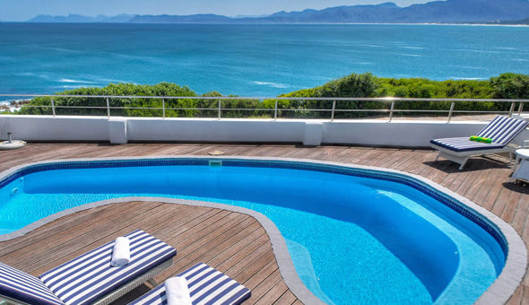 Exclusive: A 2 Night Stay for 2 People in a Sea Facing Room, including Breakfast at Sea Star Cliff Luxury Lodge!